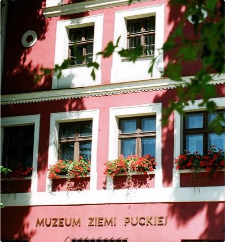 """Fasada Oddziału Muzeum """"Kamienica mieszcańska"""" w Pucku"""