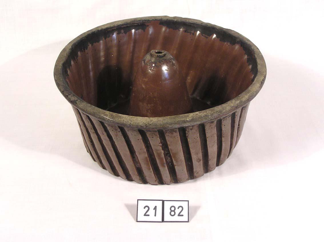 Kamionkowa, okrągła forma na babę wielkanocną.