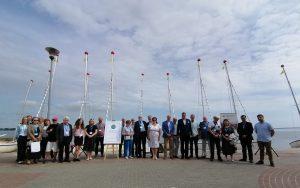 Uczestnicy XV Konferencji Polskiego Muzealnictwa Morskiego i Rzecznego nad brzegami Zatoki Puckiej.